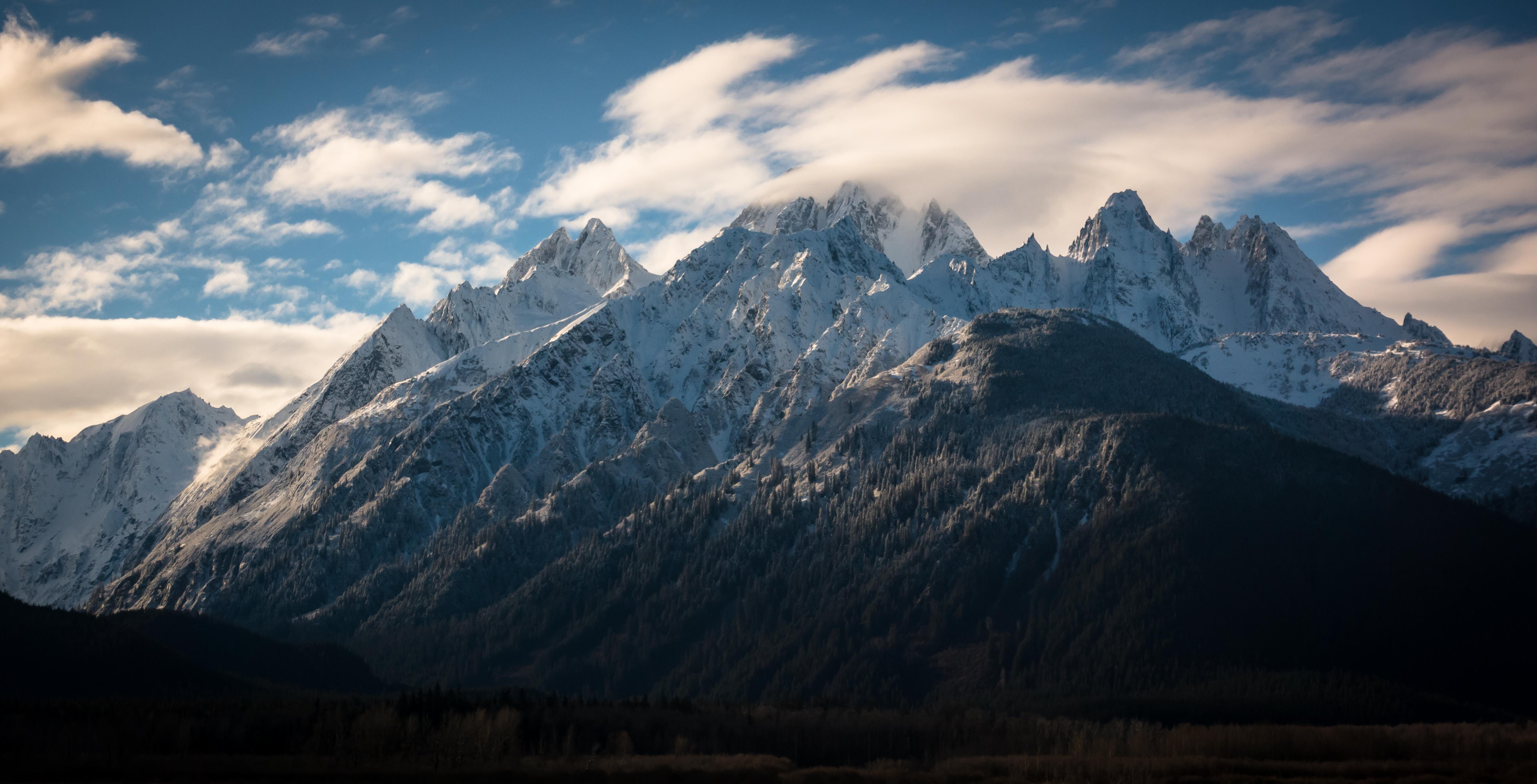 alaska-wilderness-jagged-mountains